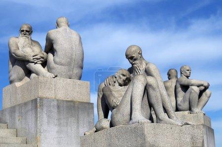 Photo pour OSLO, NORVÈGE - 28 mai : Statues dans le parc Vigeland à Oslo, Norvège le 28 mai 2008. installé dans le parc 212 sculptures en bronze et granit créées par Gustav Vigeland . - image libre de droit