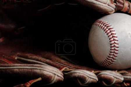Photo pour Boule et gant de baseball close-up - image libre de droit