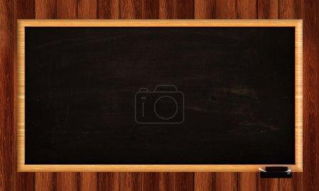Photo pour Tableau noir sur mur en bois - image libre de droit