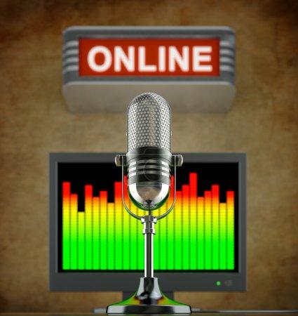 Photo pour Concept radio en ligne avec microphone rétro dans l'ancien studio avec panneau et moniteur en ligne - image libre de droit