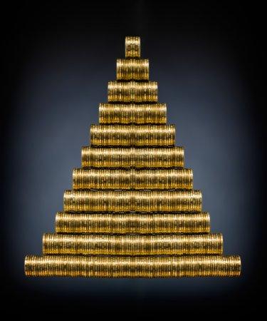 Photo pour Nature morte de très nombreux rouleau d'or monétaire ou pièce de monnaie, sur fond bleu foncé - image libre de droit
