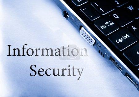 Foto de Seguridad de la información con el teclado de la computadora - Imagen libre de derechos