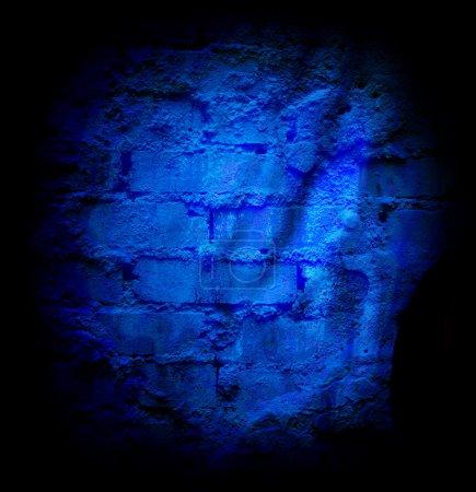 Photo pour Mur en pierre de brique bleue avec sheetrock endommagé - image libre de droit