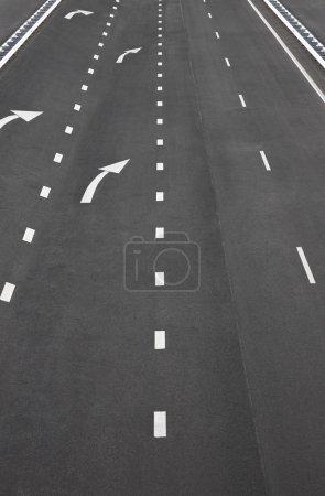 Photo pour Marquages de la route asphaltée et de la ligne blanche, texture de la route asphaltée - image libre de droit