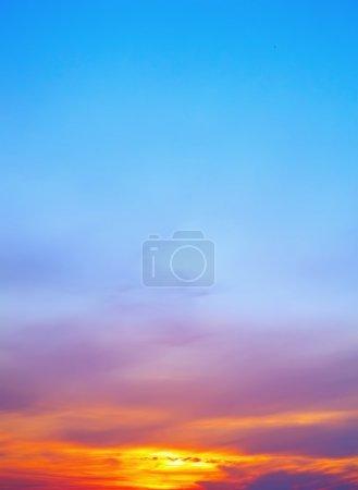 Photo pour Coucher de soleil ciel pour fond - image libre de droit