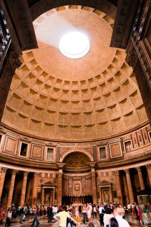 Photo pour Vue générale de l'entrée au Panthéon à Rome - Italie - image libre de droit