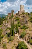La tour regine a kabaret věže s pěší cestou na lastours