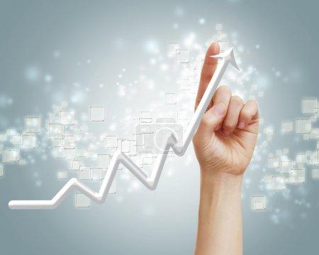 Photo pour Graphique représentant la croissance, tendance à la hausse avec doigt pointant vers le haut - image libre de droit