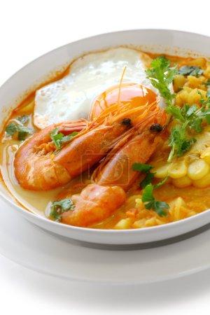 Foto de Sopa de camarones, cocina peruana - Imagen libre de derechos
