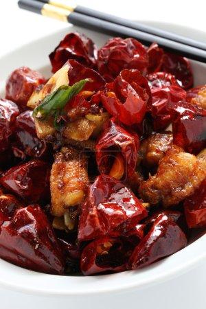 Photo pour Mélanger le poulet frit (avec os) avec les piments sichuan - image libre de droit