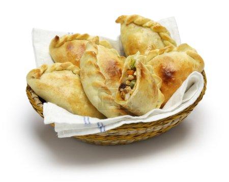 Photo pour Empanadas de pollo, empanada de poulet, argentine food - image libre de droit