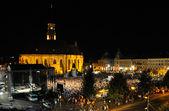Pohled na hlavní náměstí plné lidí během koncertu cluj