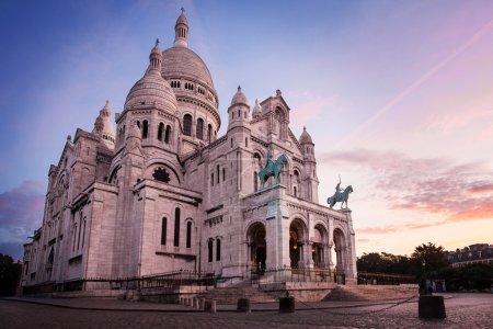 Photo pour Basilique du sacré coeur, paris avant sunrice - image libre de droit