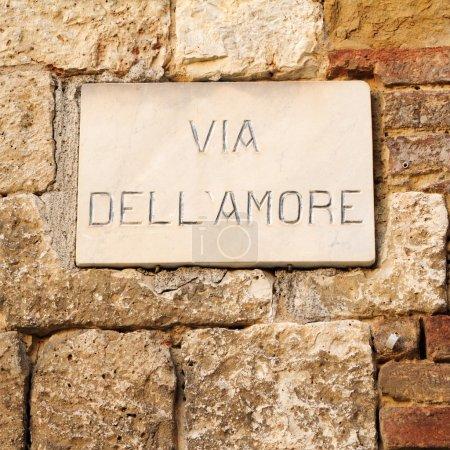 Panneau de signalisation de marbre : rue de l'amour