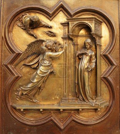 Photo pour Ange gabriel annoncer à la Vierge Marie qu'elle serait concevoir et devenir la mère de Jésus, fils de Dieu, battistero di san giovanni (baptistère de Saint-Jean), florence - image libre de droit