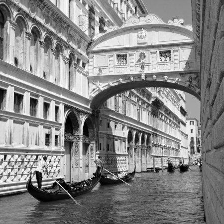 Gondolas passing over Bridge of Sighs - Ponte dei Sospiri. Venic