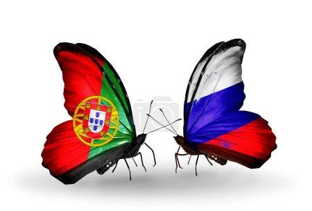 Photo pour Deux papillons avec des drapeaux sur les ailes comme symbole des relations portugal et Russie - image libre de droit