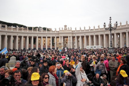 Crowd in St Peter Square