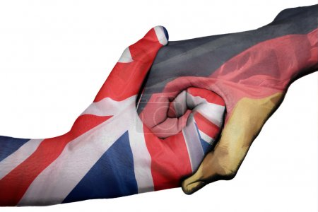 Photo pour Poignée de main diplomatique entre pays : drapeaux du Royaume-Uni et l'Allemagne surimprimé les deux mains - image libre de droit