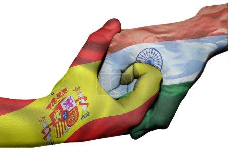 Photo pour Poignée de main diplomatique entre pays : drapeaux de l'Espagne et l'Inde surimprimé les deux mains - image libre de droit