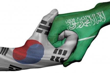 Photo pour Poignée de main diplomatique entre pays : drapeaux de Corée du Sud et l'Arabie saoudite a surimprimé les deux mains - image libre de droit