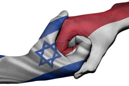 Photo pour Poignée de main diplomatique entre pays : drapeaux d'Israël et de l'Indonésie a surimprimé les deux mains - image libre de droit