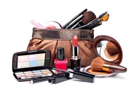 Photo pour Divers cosmétiques sur fond blanc - image libre de droit