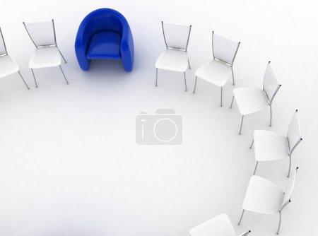 Photo pour Fauteuil du chef et groupe de chaises se lève - image libre de droit