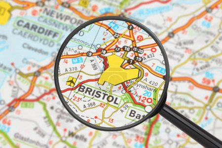 Photo pour Tourist conceptual image: Destination - Bristol (with magnifying glass) - image libre de droit