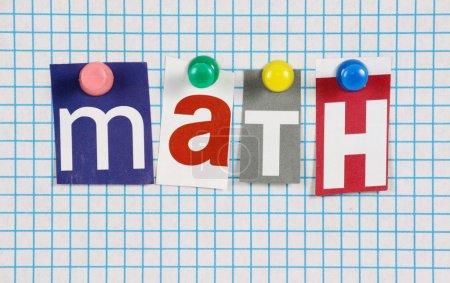 Photo pour Le math de mot à découpe des lettres magazine épinglé à une feuille de papier bleu - image libre de droit