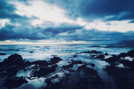 Foto de Espectacular atardecer tormentoso en hawaii - Imagen libre de derechos