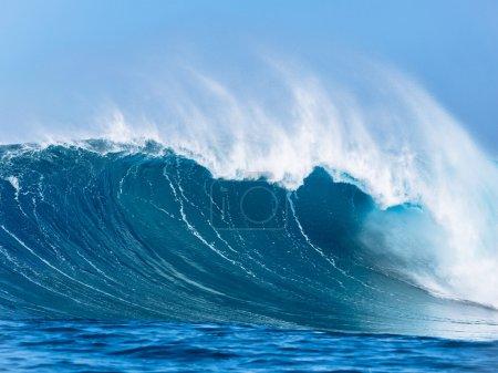 Photo pour Grande vague puissante - image libre de droit