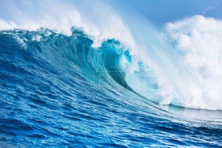 Photo pour Grande vague puissante de l'océan - image libre de droit