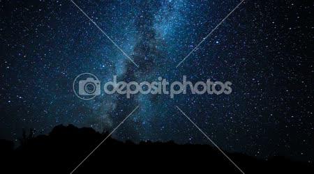 éjszakai égbolt, a fényes csillagok és Tejútrendszer