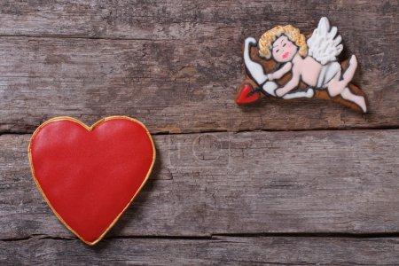 Photo pour Cadre pour la Saint-Valentin. Cupidon tire des flèches à coeurs - image libre de droit