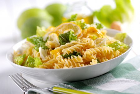 pasta salad with lettuce