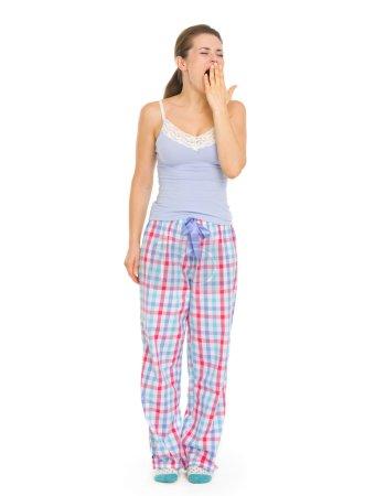 Photo pour Jeune femme en pyjama lacet - image libre de droit