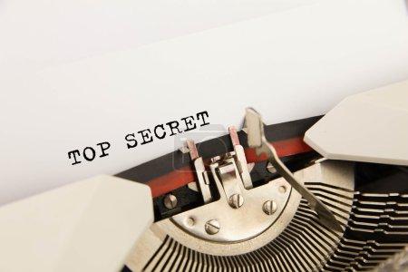 Photo pour Très secret, imprimé sur un drap propre à la machine à écrire - image libre de droit