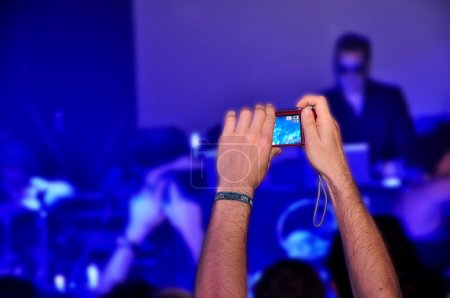 Hypnotic fan records a live concert