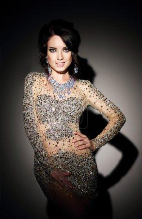 Photo pour Glam. Succès dame en argent robe de soirée sur noir - image libre de droit