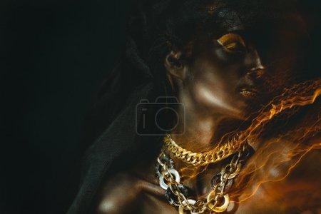 Photo pour Portrait de belle femme à la peau noire - image libre de droit