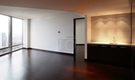 Photo pour Incroyable intérieur de la salle vide lumineuse et moderne - image libre de droit