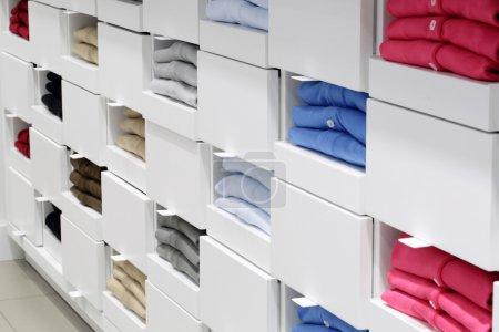 Foto de Lujo y nuevo interior de moda de la tienda de tela - Imagen libre de derechos