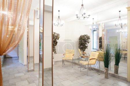 Photo pour Neuf intérieur du salon de beauté européens - image libre de droit