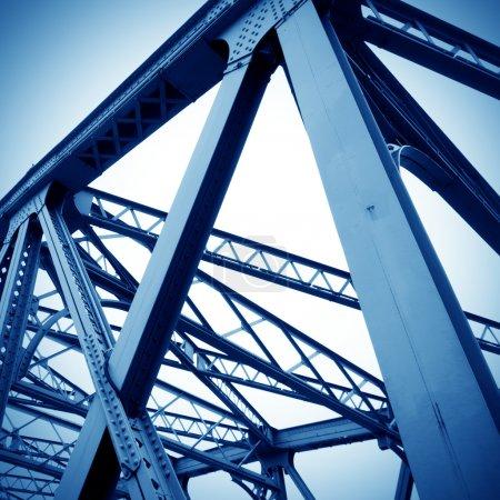 Photo pour Support au-dessus du pont, gros plan de structure d'acier. - image libre de droit