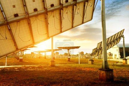 Foto de Por la noche, cuando los paneles solares - Imagen libre de derechos
