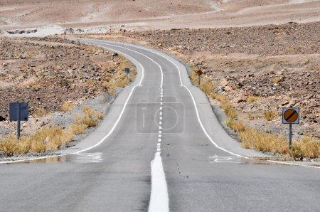Photo pour Route dans le désert d'atacama, Chili - image libre de droit
