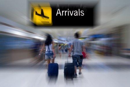 Photo pour Passagers des compagnies aériennes à l'aéroport - image libre de droit