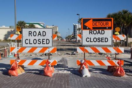 Foto de Señal de tráfico cerrado en la reparación de calle - Imagen libre de derechos