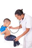 Doktor africká americká žena s dítětem